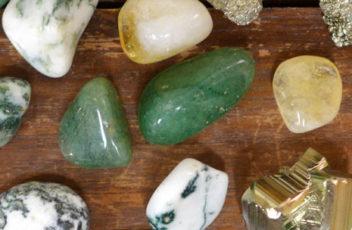cropped-crystalsforwealth-moneystones.jpg